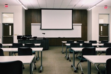 classroom-1910014_1920